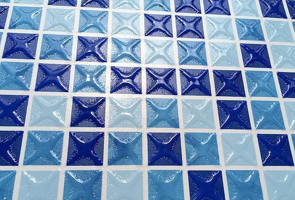 玻璃马赛克瓷砖哪种好?要拿样么?